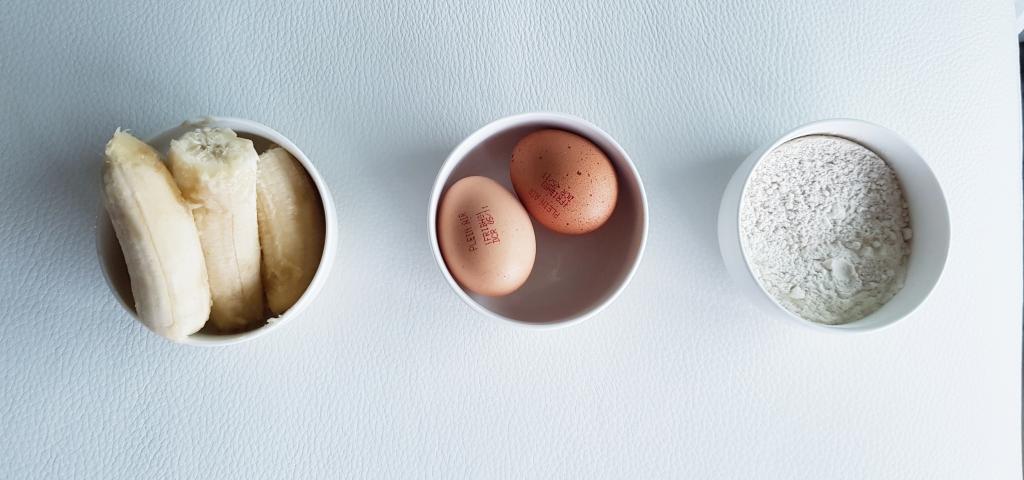 3 ingrédients seulement : Bananes, œufs, farine complète