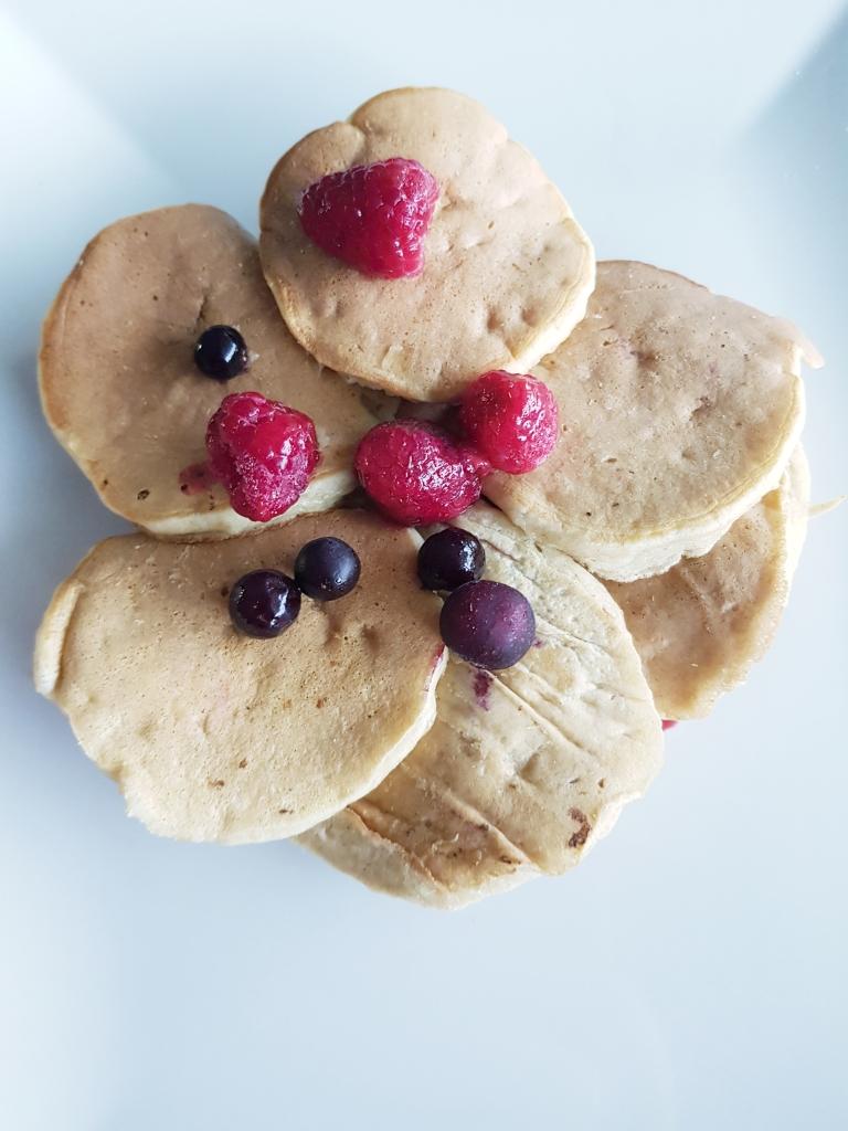 Recette de pancakes healthy à la banane rapide et facile : sans sucre, sans lait, sans matière grasse