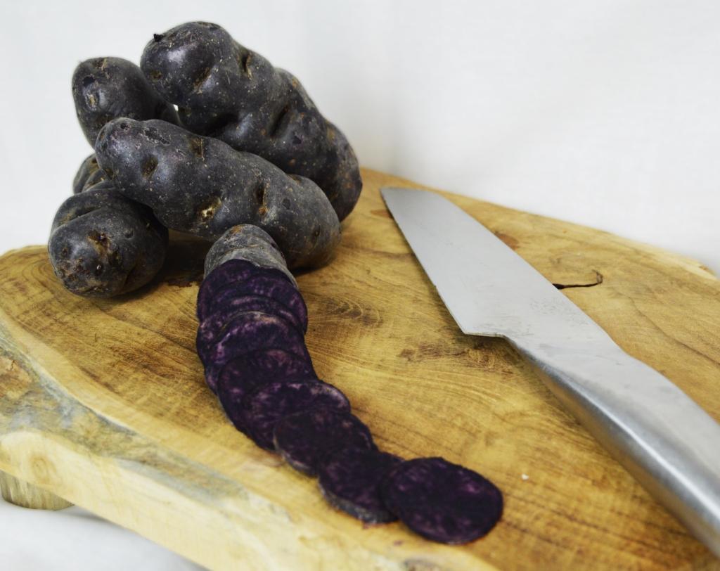 Cuisiner la Patate violette en chips délicieuses et croustillantes